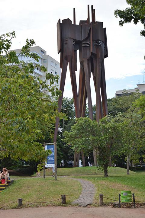 800px-Monumento_a_Castelo_Branco_Moinhos_de_Vento_01